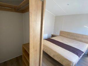 Armario y cama d ematrimonio de la Mobil Home Willerby Timanfaya 2 habitaciones