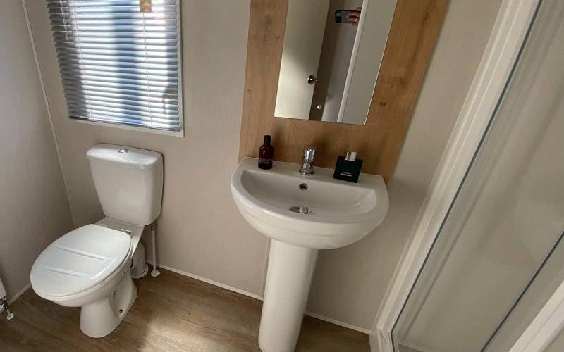 Baño de la Mobil Home Willerby Timanfaya 2 habitaciones